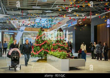 November 8, 2017 San Jose/CA/USA - People shopping at Westfield Valley Fair Mall - Stock Photo