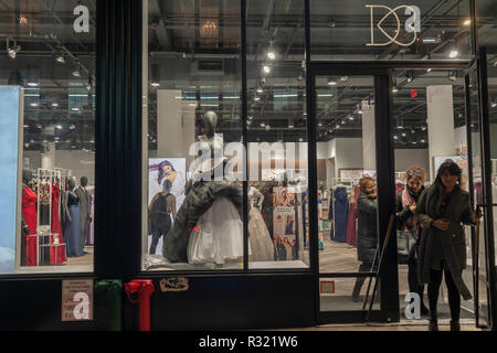 The David's Bridal store in it's new location in the Chelsea neighborhood of New York on Monday, November 19, 2018. David's Bridal has filed for Chapter 11 bankruptcy protection as the restructuring will remove $400 million off of its $750 million debt and it will continue operations as usual in its 300+ stores. (© Richard B. Levine) - Stock Photo