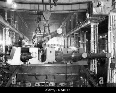 Removing no.3 gun from a 14 inch quadruple gun mounting in 24 Shop, Elswick Works, Newcastle upon Tyne, 30 April 1940 - Stock Photo