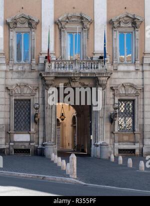 Rom, Roma, Stadtpalais an der Piazza del Gesu - Stock Photo