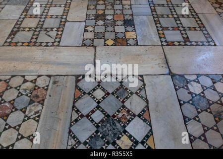 Rom, Roma, Santa Maria in Cosmedin, Fußboden mit Kosmatenmosaik - Stock Photo