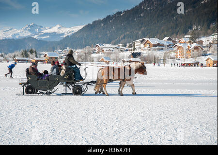Winter fun on the Weissensee.15/03/2008 Romantic horsedrawn sleigh ride on the natural ice in Weissensee, Carinthia, Austria - Stock Photo