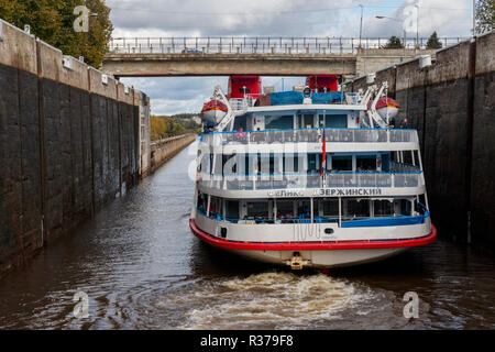 Cruise ships enter the Uglich lock on the Volga River and reservoir, Yaroslavl Oblast, Northern Russia. - Stock Photo