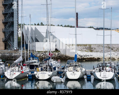 Tromsö harbour, sailing boats, museum Polaria in the back, building shape like ice plates, Tromsö, Norway. - Stock Photo