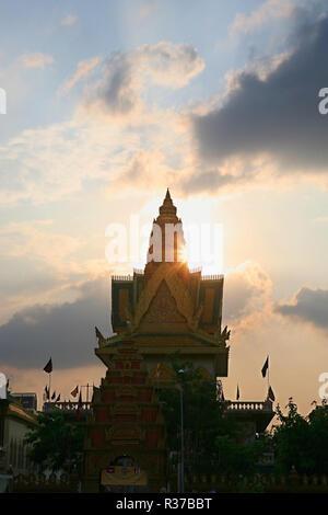 Wat Ounalom, Sisowath Quay, Phnom Penh, Cambodia - Stock Photo