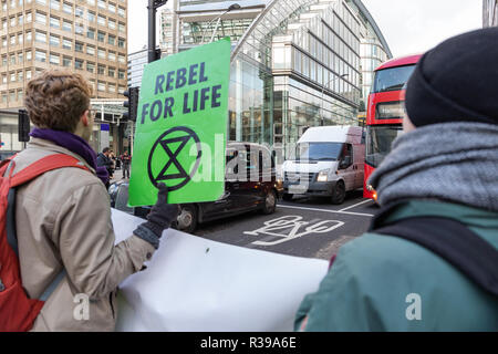 London, UK. 21st Nov 2018. Extinction Rebellion Gridlocks London Traffic as part of Extinction Rebellion's escalating climate activism. Credit: Andy Morton/Alamy Live News - Stock Photo