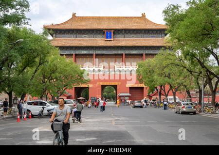 China: The East Glorious Gate, seen from outside the Forbidden City in Beijing. Photo from 18. September 2018. | usage worldwide - Stock Photo