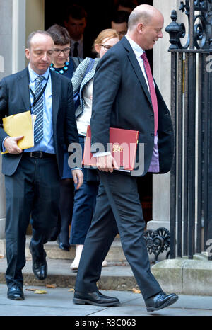 Chris Grayling MP (Conservative: Epsom and Ewell) and others leaving 10 Downing Street, London, UK, 13/11/2018 - Stock Photo