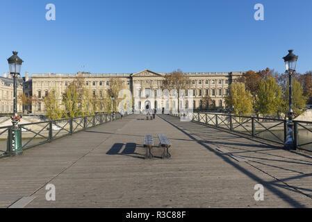 le pont des arts  et le Musée du Louvre, - Stock Photo
