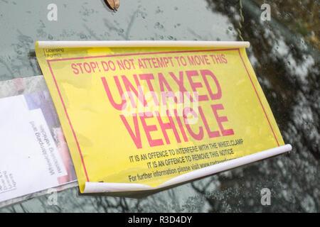 Untaxed Vehicle sticker on a windscreen in LOndon - Stock Photo