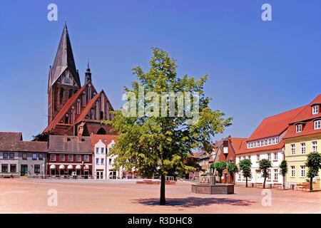 marketplace u.kirche st.marien in bart a.d.ostsee - Stock Photo