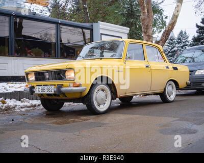 CHISINAU, MOLDOVA-NOVEMBER 22, 2018: 1976 Moskvich 1500 (Moskvitch 2140, AZLK) at city streets - Stock Photo