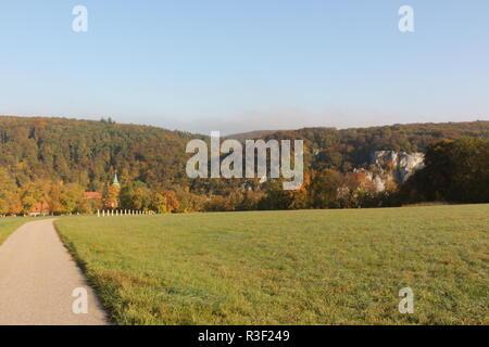 Herbst auf dem Frauenberg oberhalb von Kloster Weltenburg im Altmühltal in Bayern - Stock Photo