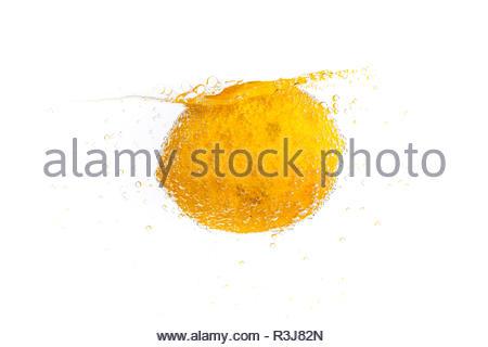 Frische Zitrone im frischen Wasser - Stock Photo