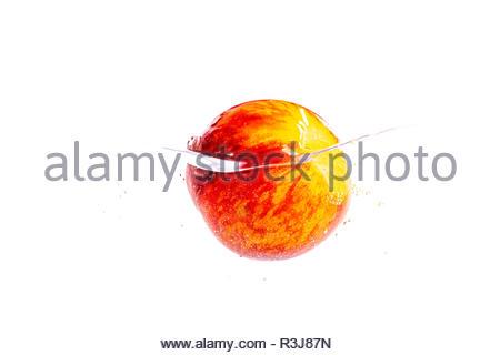 Frischer Pfirsich im Wasser - Stock Photo