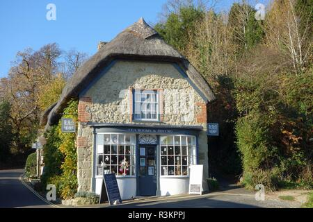 Worsley's Thatched Tea Rooms in Godshill on the Isle of Wight, England - Stock Photo