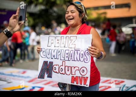 Caracas, Venezuela. 23rd Nov, 2018. A supporter of late Venezuelan President Hugo Chavez holds a cartel in honor to Venezuelan President Nicolas Maduro as they celebrate his 56th birthday at a square in Caracas, Venezuela, 23 November 2018. Credit: MIGUEL GUTIÉRREZ/EFE/Alamy Live News