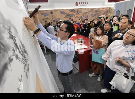 Fuzhou, China's Fujian Province. 23rd Nov, 2018. A technician demonstrates as he mounts an art work in the 8th Chinese Museums and Relevant Products and Technologies Exposition (MPT-Expo) in Fuzhou, capital of southeast China's Fujian Province, Nov. 23, 2018. Credit: Li He/Xinhua/Alamy Live News - Stock Photo