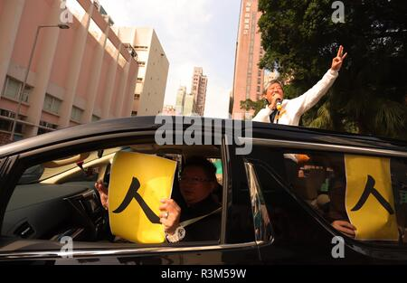Hong Kong, CHINA. 24th Nov, 2018. Pro-democracy candidate No.3, Lee Cheuk-yan display NO.3 ( Lee's designated number for candidacy ) hand sign on the campaign caravan while his supporter inside the car show placards which is written in singular Chinese character : REN ( 'Yan' in cantonese, which is also a last character of candidate Lee's given name ) during last day of by-election campaign. Hong Kong citizens will vote for the candidates of their choice tomorrow on the polling day. Nov-24, 2018 Hong Kong.ZUMA/Liau Chung-ren Credit: Liau Chung-ren/ZUMA Wire/Alamy Live News - Stock Photo