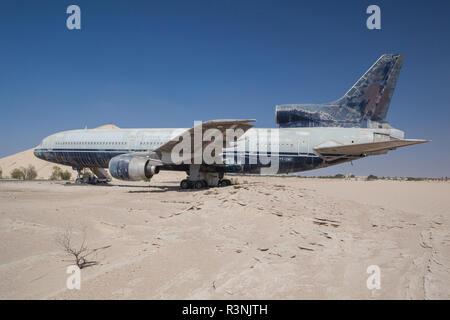UAE, Abu Dhabi. Shanayl. Abandoned Lockheed L-1011 airliner - Stock Photo