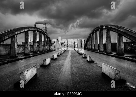 Abandonned concrete bridge over Brussels and Schaerbeek called Leeuwoprit / Rampe du Lion - Stock Photo