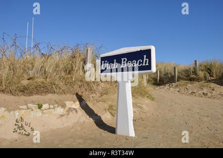 France, Lower Normandy, Manche, Sainte Marie du Mont, Utah Beach, Barbed wire fence and sign Utah Beach - Stock Photo