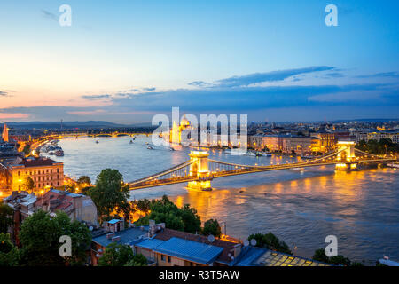 Hungary, Budapest, View from Buda to Pest, Parliament building and Chain bridge in the evening - Stock Photo