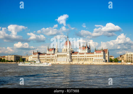 Hungary, Budapest, Parliament building at Danube river - Stock Photo