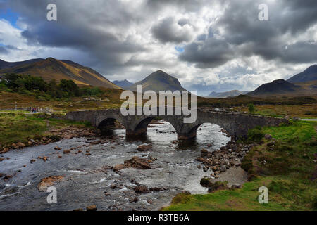 United Kingdom, Scotland, Scottish Highlands, Isle Of Skye, Old Sligachan stone bridge over river Sligachanr - Stock Photo