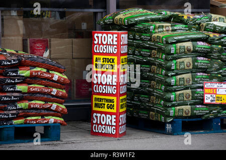 Homebase store closing down, British home improvement retailer and garden centre, with stores across the United Kingdom - Stock Photo
