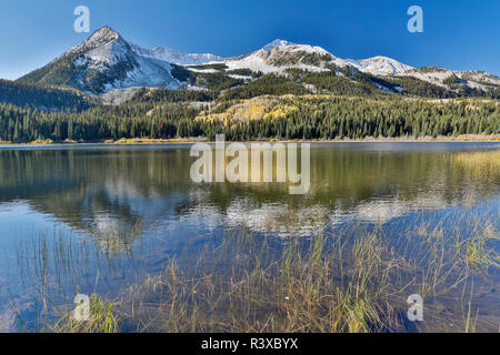 Autumn along Lost Lake in the Kebler Pass area, with West Beckwith Mt. Colorado. - Stock Photo