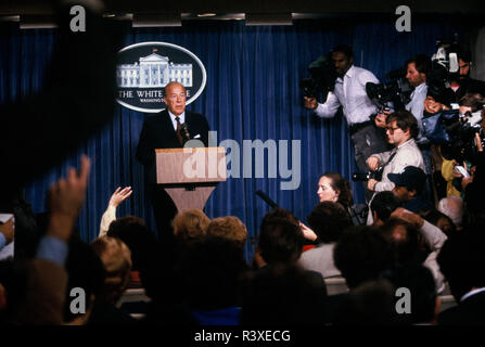 Secretary of State George Shultz makes a statement in the White House press briefing room in October 1984 - Stock Photo