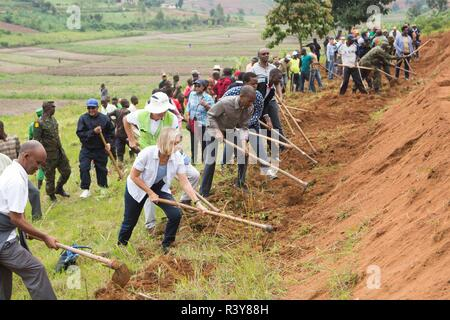 (181124) -- KAMONYI (RWANDA), Nov. 24, 2018 (Xinhua) -- Foreign diplomats in Rwanda, Rwandan officials and residents participate in monthly community work, Umuganda, in Kamonyi district, central Rwanda, on Nov. 24, 2018. Diplomatic missions in Rwanda and Rwandan Ministry of Foreign Affairs and International Cooperation on Saturday organized a diplomatic Umuganda in Kamonyi. Taking root from Rwandan culture of self-help and cooperation, Umuganda, held on the last Saturday of the month, can be translated as 'coming together in common purpose to achieve an outcome,' according to Rwanda Governance