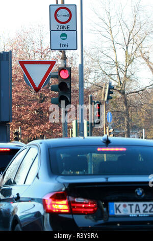 Cologne, Germany. 23rd Nov, 2018. A road sign marking the beginning of the 'environment zone' seen in Cologne.Ban on diesel vehicles with Euro 4 engines or older engines as well as for petrol engines of the classes Euro 1 and 2. It is all about the green environmental zone. It would be effective from April 2019 and September 2019 for diesel cars of class 5. Credit: Osama Faisal/SOPA Images/ZUMA Wire/Alamy Live News - Stock Photo