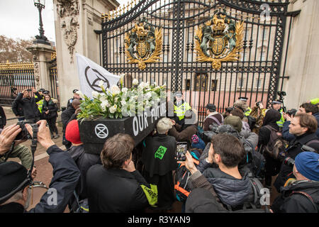 24 November, 2018. London,UK. 'Extinction Rebellion' climate protesters demonstrated in central London with a funeral procession which included a sit down outside Downing Street and a march to Buckingham Palace. David Rowe/ Alamy Live News. - Stock Photo
