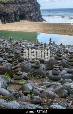 Hawaii, Kalalau Trail, Kauai, Napali, Napali Coast State Park, Pacific Ocean, rock cairns - Stock Photo