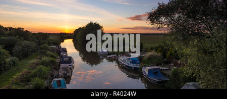 Plucks Gutter, a hamlet on the outskirts of Canterbury where the Little and Great Stour rivers meet. - Stock Photo