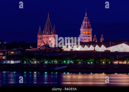 blue hour cityscape of Mainz city with the St. Martin´s Dom, the landmark of Mainz - Stock Photo