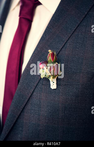 boutonniere on groom&#39 s suit - Stock Photo