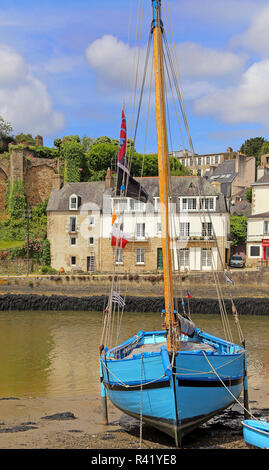 blue boat in the port of saint-goustan at auray in brittany - Stock Photo