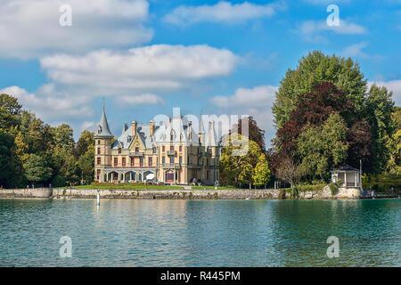 schadau castle on lake thun - Stock Photo