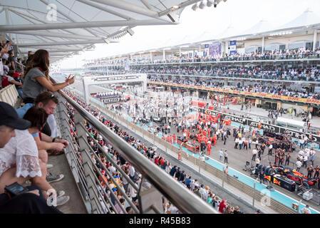 Abu Dhabi, UAE. November 25, 2018 - YAS MARINA CIRCUIT, Abu Dhabi, UAE: Final Day of Abu Dhabi Grand Prix Formula 1. Credit: Fahd Khan / Alamy Live News