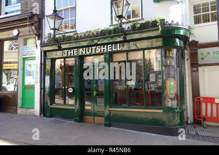 The Nutshell pub, Bury St Edmunds, Suffolk, England - Stock Photo