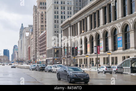 Vehicles and pedestrians in the snow on Michigan Avenue, Chicago - Stock Photo