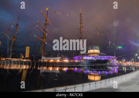 Dundee Discovery Centre at night - Stock Photo