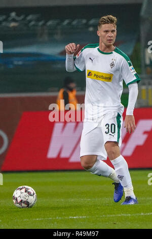 25.11.2018, Borussia Park, Borussia Monchengladbach, GER, 1. FBL, Borussia Monchengladbach Vs. Hanover 96, DFL regulations prohibit any use of photographs as image sequences and/or quasi-video in the picture/picture shows: Nico Elvedi (Gladbach # 30), single action, full body, photo © nordphoto/Meuter | usage worldwide - Stock Photo