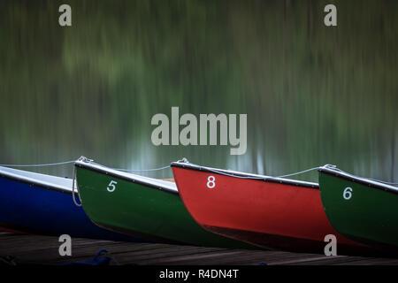 Ruderboote auf Steg am Maschsee in Hannover - Stock Photo