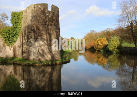 Outer walls and moat of the Bishops Palace and Gardens in Wells. Autumn scene with an outer wall of a palace. Wells, Somerset, England, UK. - Stock Photo