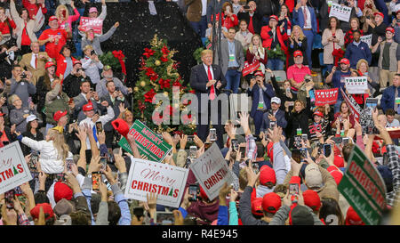 Biloxi, Mississippi, USA. 26th Nov 2018.   Coast Coliseum  U.S. President Donald Trump cheers along with supporters at the rally for Republican Senator Cindy Hyde-Smith who is in run-off election with Democrat Mike Espy.. The rally was held the day before polls open. Credit: Tom Pumphret/Alamy Live News