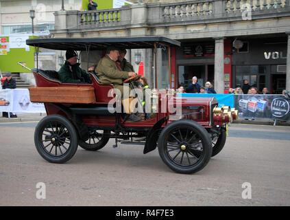Entrant near finishing line Madiera Drive on London to Brighton Veteran Car run 4th November 2018 - Stock Photo